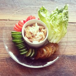 Simple Meal: Lettuce, tomato, cucumber, chicken