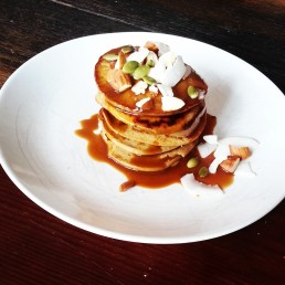 Porncakes - protein pancakes with coconut caramel sauce and toppings