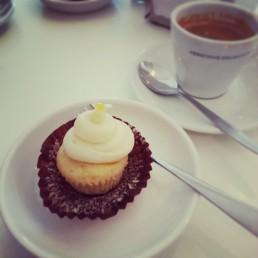 Lemon curd cup cake and black coffee